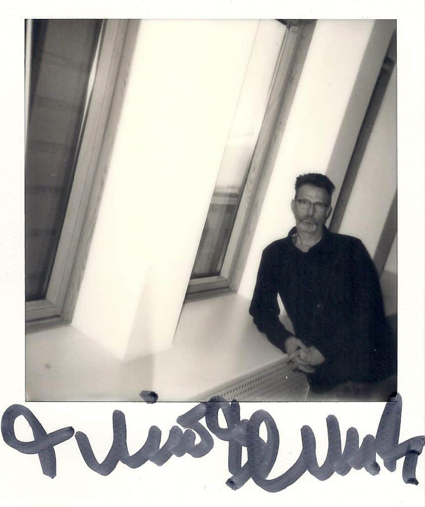 Timo Blunck Schwarz Weiß Polaroid Studio Blut